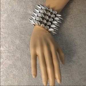 ❤️50%OffBundles Hot Topic Spiked Silver bracelet